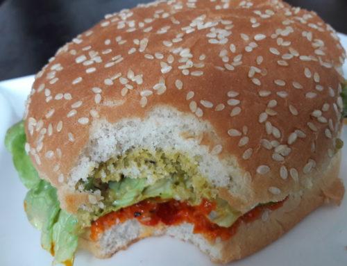 VEGGI Burger noch saftiger mit gebackenen Bohnen in Tomaten Sauce