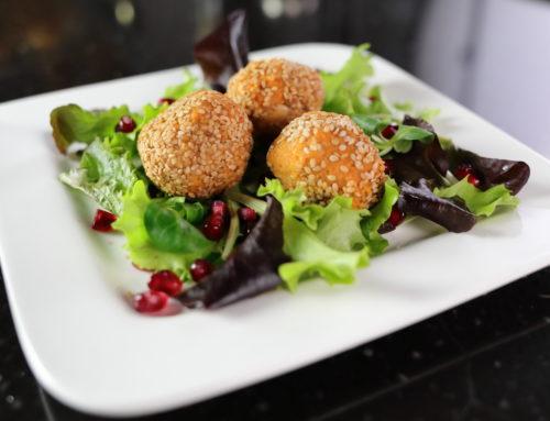 Falafel mit N4U food gebackenen Bohnen in Tomatensauce mit Ajvar- Video zum Nachkochen!
